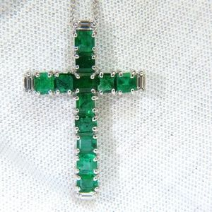 18KT 4.66CT NATURAL EMERALD DIAMONDS CROSS PENDANT